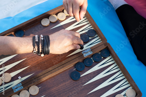 Foto Two friends playing backgammon at home