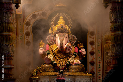 Obraz na plátne Dagdusheth Ganapati Idol at pune with golden jewellery in the aarti time with sm