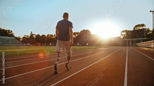 Fotografía Athletic Disabled Fit Man with Prosthetic Running Blades is Walking During a Training on an Outdoor Stadium on a Sunny Afternoon