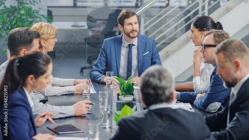 In the Modern Corporate Office Meeting Room: Diverse Group of Businesspeople, Lawyers, Executives and Members of the Board of Directors Talking, Negotiating and Working on a Winning Strategy Tableau sur Toile