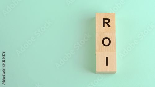 Photo roi return on investment acronym on wooden blocks business concept