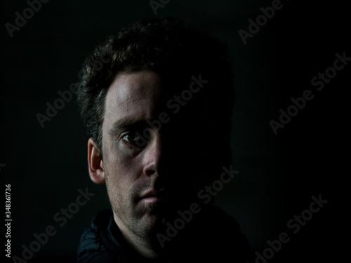 Portrait dunkel Fotobehang