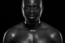 Hombre De Raza Negra Sobre Fon...