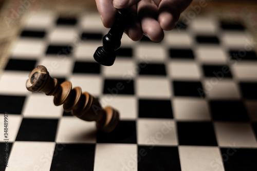 Jaque mate de torre a rey en equilibrio sobre tablero clásico  de madera Canvas Print