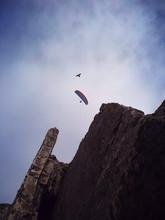 Paracaidista Sobre Acantilado