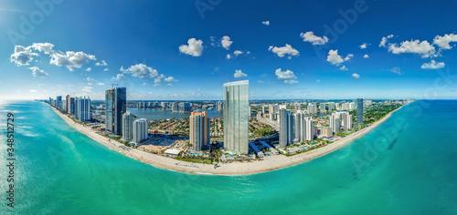 Fototapeta premium Sunny Isles Beach Panorama Miami, Florida