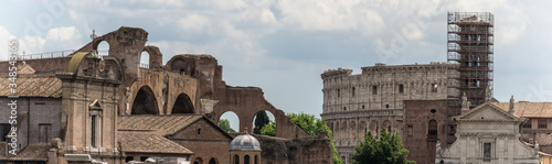Stampa su Tela zoomed in on colosseum most popular building in rome