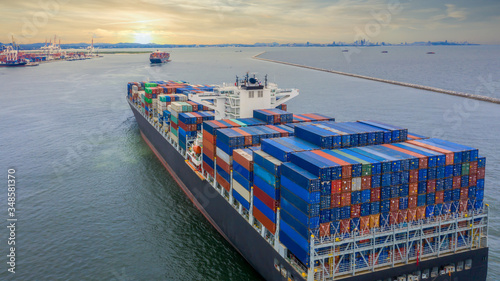 Fotografia Container cargo ship, Freight shipping maritime vessel, Global business import export commerce trade logistic and transportation oversea worldwide by container cargo ship boat in the open sea