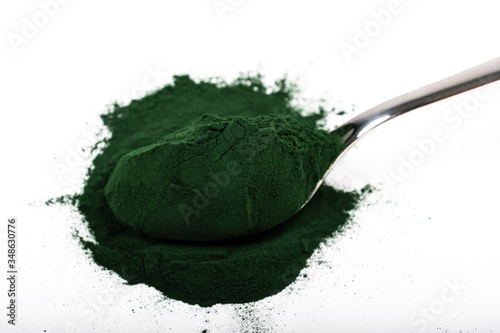 Fényképezés An isolated tablespoon of dried organic spirulina algae powder, on white or rustic background