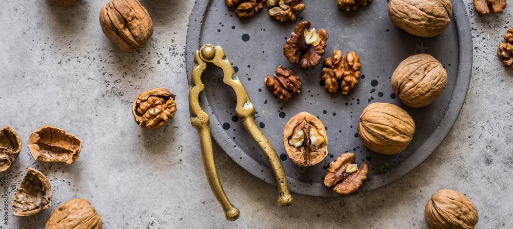 Fototapeta Cracking Walnuts