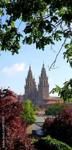 Foto Cathedral Of Santiago De Compostela Against Sky In City