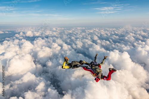 Obraz na płótnie Group of skydivers above the clouds.
