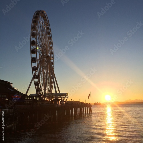 Seattle Great Wheel At Pier 57 On Elliott Bay During Sunset фототапет