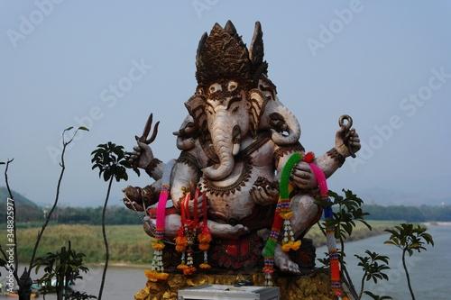 Obraz na plátně Ganesh Statue Near Water's Edge