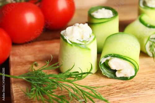 Fototapeta Board with tasty cucumber rolls, closeup obraz