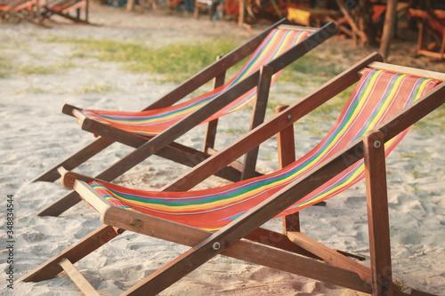 Canvas-taulu Empty Deck Chairs On Sandy Beach