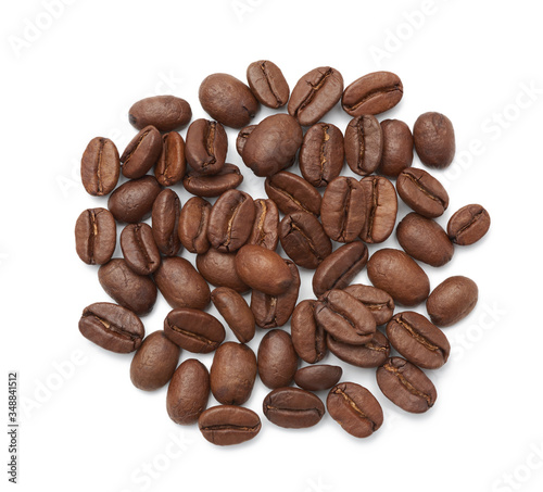 Photo roasted coffee beans arabica isolated on a white background