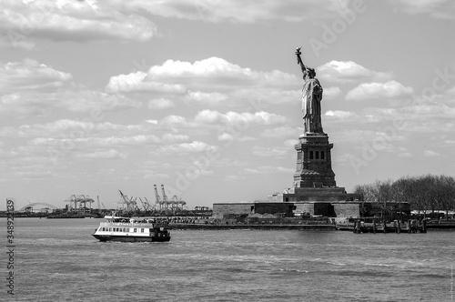 Obraz na płótnie Ferry Sailing On Sea By Statue Of Liberty Against Sky