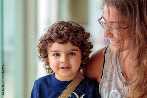Photo beautiful child wearing a bandage with her aunt, narrow focus