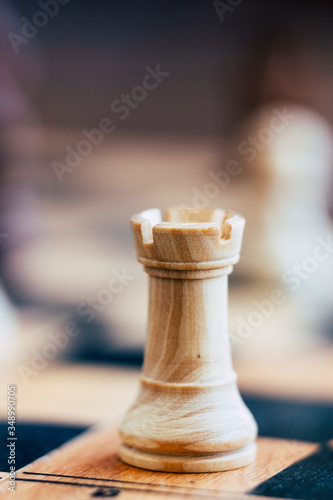 Photo Pièces de jeu d'échecs tour blanche - Jeu  de stratégie en bois
