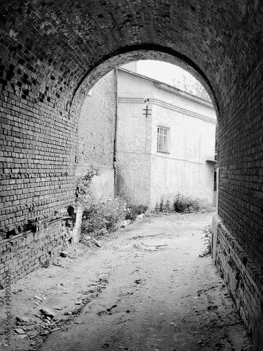 Archway Leading Towards House Fototapet