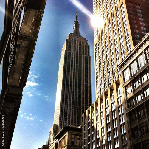 Low Angle View Of Empire State Building Against Sky Fototapete