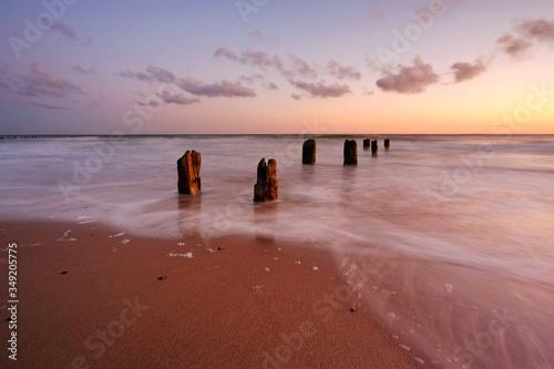 Fototapeta Morze Bałtyckie ,wschód słońca na plaży w Kołobrzegu,Polska. obraz
