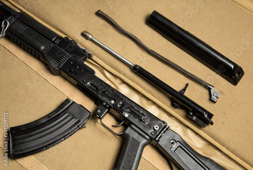 Photo Top view of the basic parts of a disassembled assault rifle