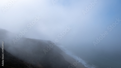 Photo coast in the mist along the highway 101