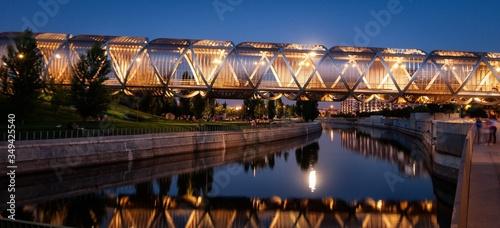 Fotografiet Illuminated Footbridge Over City Canal