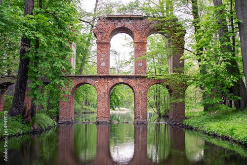 Obiekt Architektoniczny w parku Arkadia (woj. łódzkie) - Polska Fototapeta