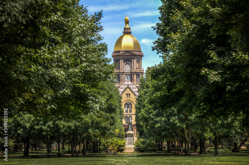 Mary stands atop the Golden Dome of the University of Notre Dame Main Administra Fototapet