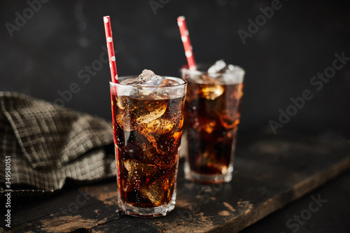 Tablou Canvas Close up glass of refreshing cola.