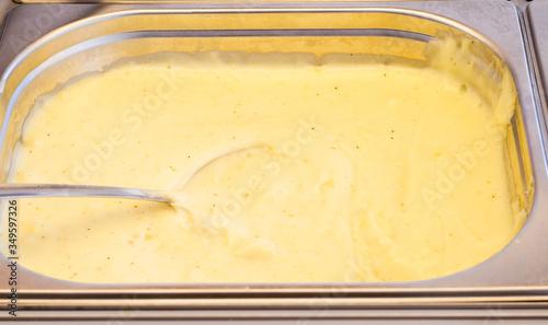 Foto mashed potatoes bain marie pot