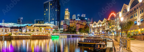 Photo Colorful of Clarke Quay in downtown Singapore at night