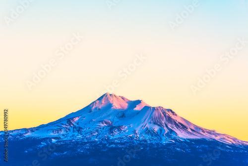 scenic view of mt Shesta when sunset in California,usa. Fotobehang