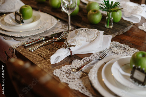 Photographie High Angle View Of Granny Smith Apple In Plate On Table