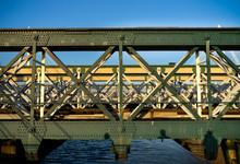 Hungerford Railway Bridge Eleg...