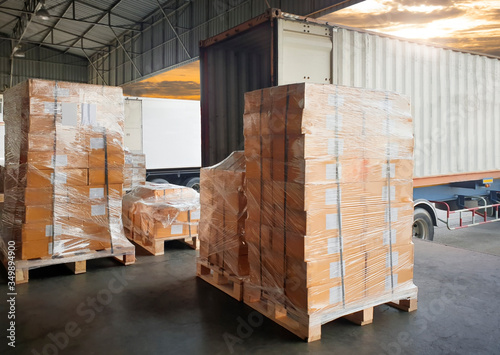 Fotografiet Interior of warehouse dock, Large pallet shipment goods, Truck docking load carg