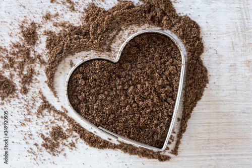 Papel de parede High Angle View Of Ground Allspice In Heart Shape Pastry Cutter On Table