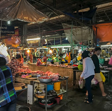 Colorful Wet Fish Market Selli...