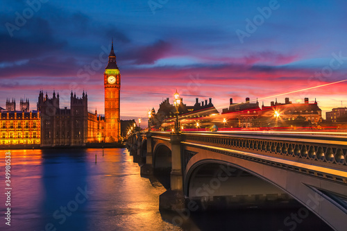Big Ben and westminster bridge at dusk in London Fototapete