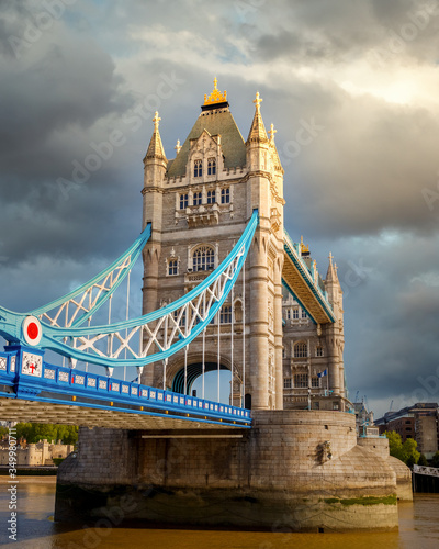 Foto Tower bridge at cloudy day, London