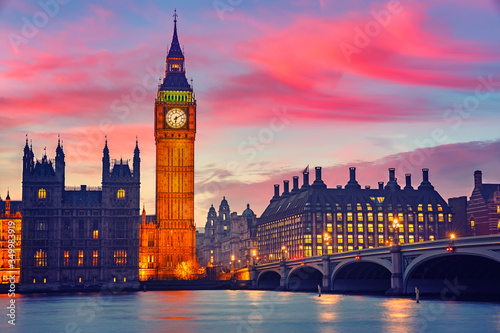 Big Ben and westminster bridge at dusk in London Canvas-taulu