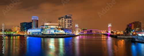 Manchester Salford Quays business district night view Fototapete