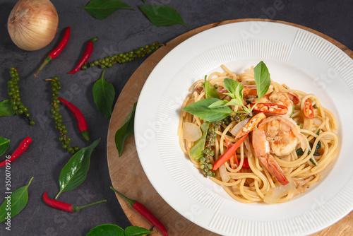 Drunken Spaghetti Shrimp in a White Plate, Black Background. Fototapeta