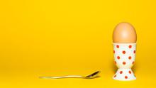 Ei In Einem Eierbecher Mit Ein...