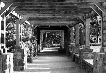 Panel Szklany Architektura View Of Narrow Pathway Along Plants