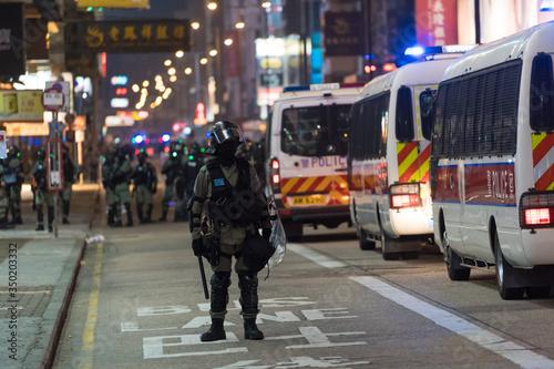 警官隊 香港デモ Billede på lærred