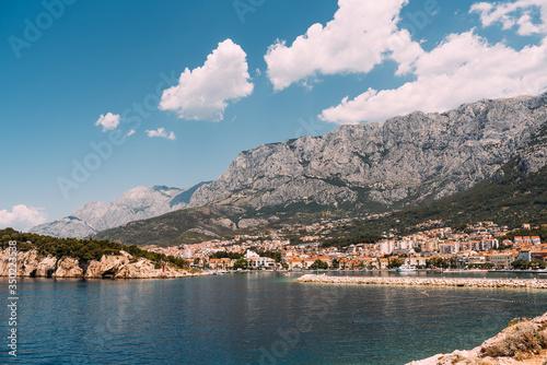 Fototapeta Panorama wakacyjnego miasta, Makarska obraz